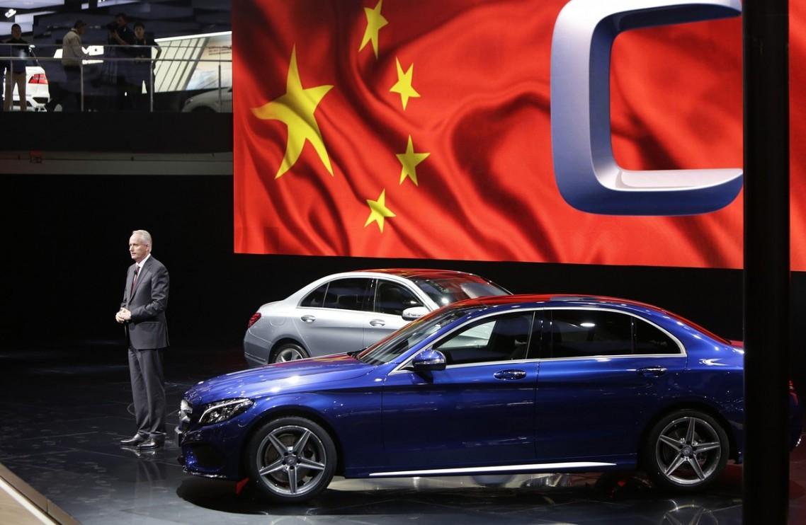 Nemački Dajmler će kamione mercedes benc proizvoditi u Kini