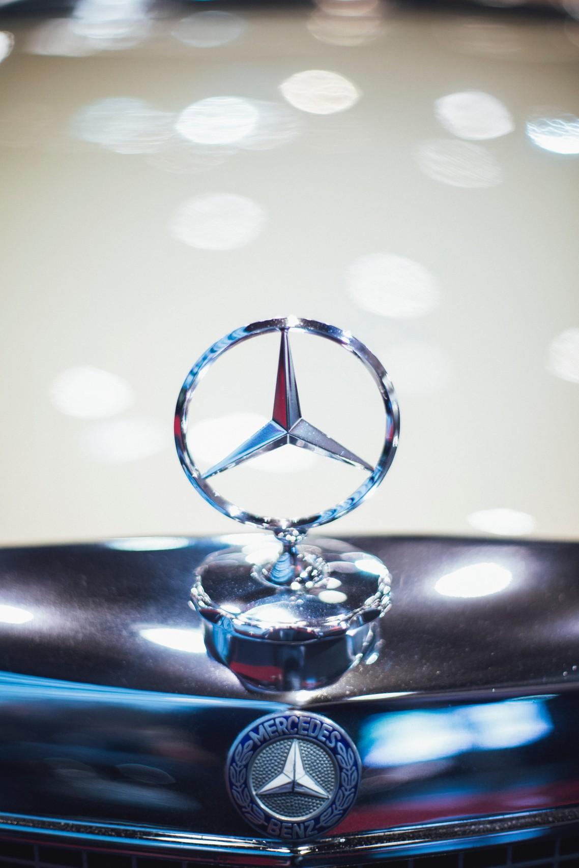 Proizvođač automobila Daimler završio prošlu godinu sa osetno manjom dobiti